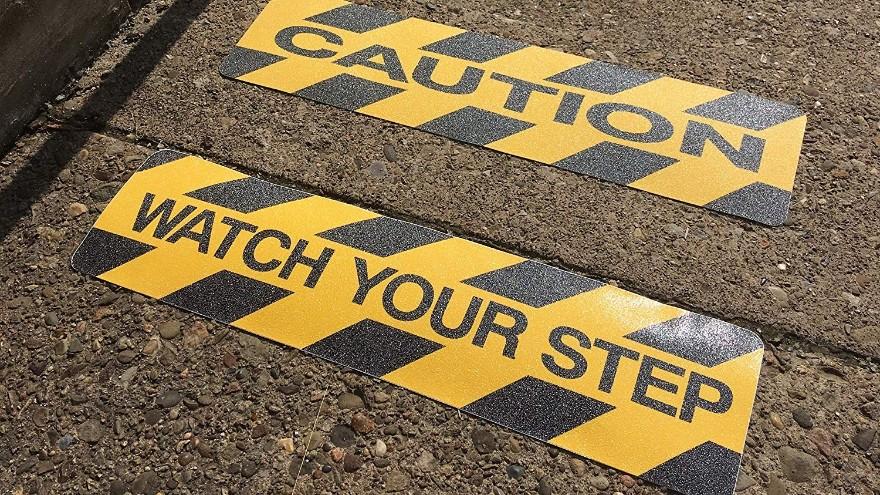 滑倒摔伤事故分析-安全保障选择防滑胶带【昆山玉寰】