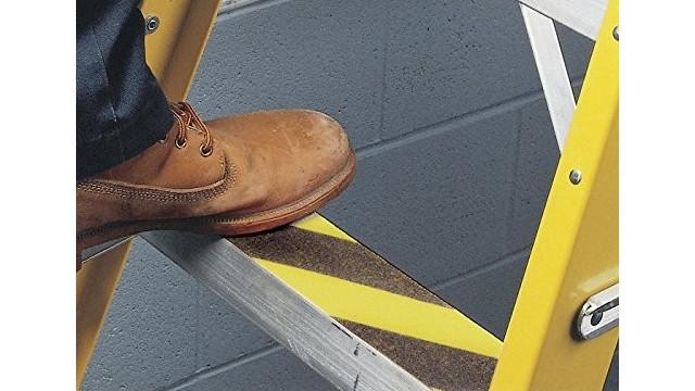 楼梯防滑条要怎么施工?免工人施工,一分钟完成