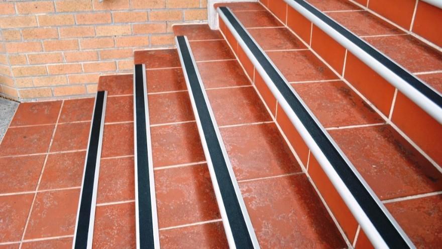 楼梯防滑贴到底有多重要,看完这篇文章你就知道【昆山玉寰】