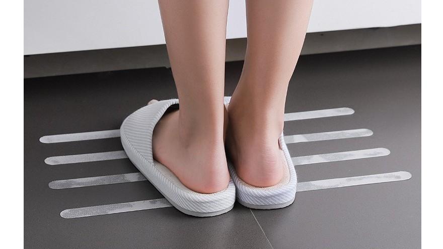 厨房地面太滑,用什么方法可以防止滑倒?【昆山玉寰】