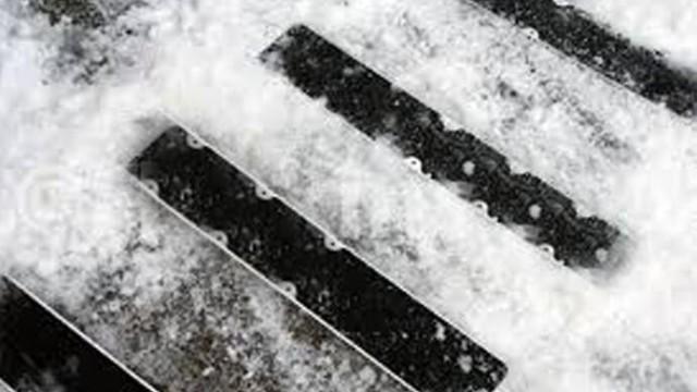 突降大雪,地面湿滑如何一贴止滑?