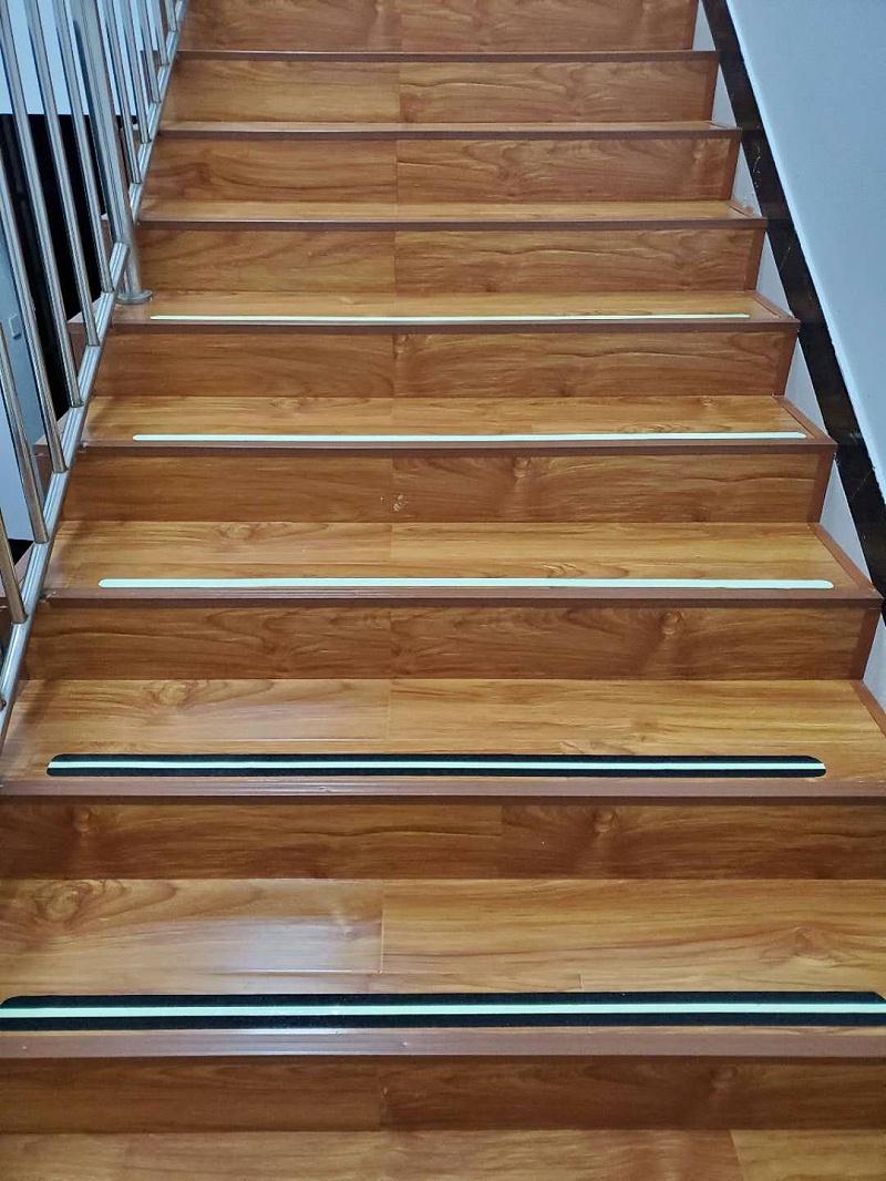 发光楼梯防滑条