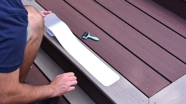 怎么测试防滑胶带性能好不好?厂家用四个小测试告诉你