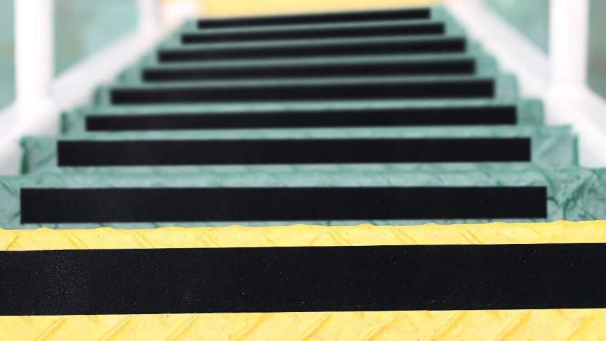 楼梯防滑条用多宽的好-楼梯防滑小知识【昆山玉寰】